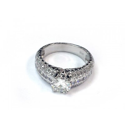Ladies White Gold Ring with 1.01ct Round Diamond in Center