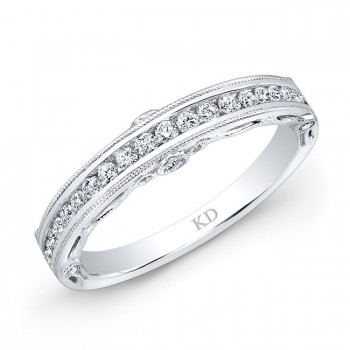 18 K SINGLE ROW WHITE DIAMOND WEDDING BAND
